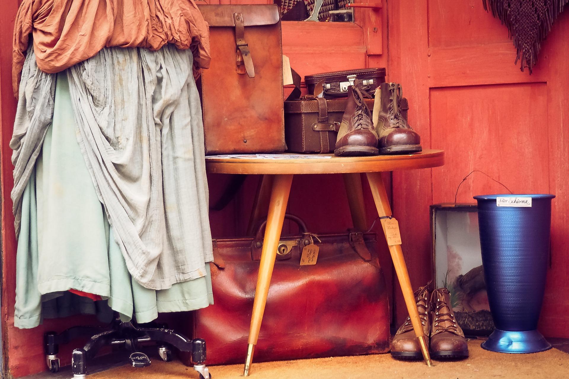 Portmanteau in Vintage Shop, M. Gaida, 2017, used under CC0